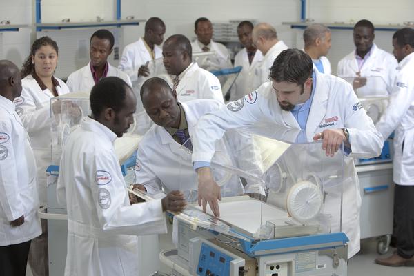 medicine students practising - study medicine